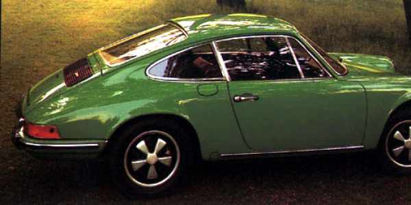 A green 1972 911 T with flap for the oil tank behind the right door.