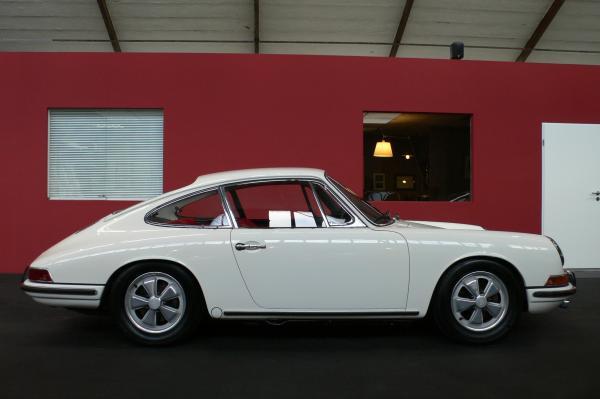 1967 White Porsche 911 S