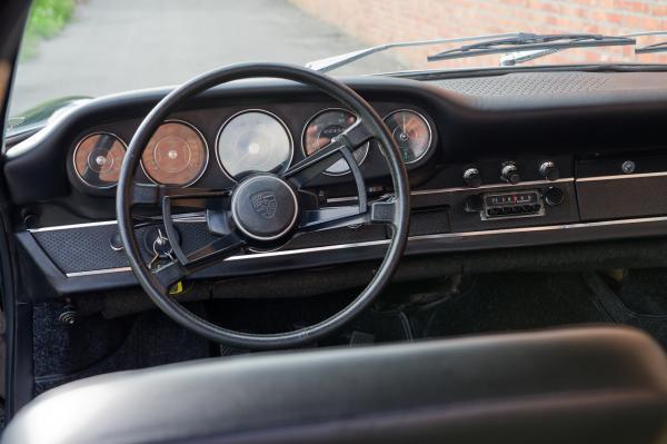 1967 Porsche 911 S Targa interior